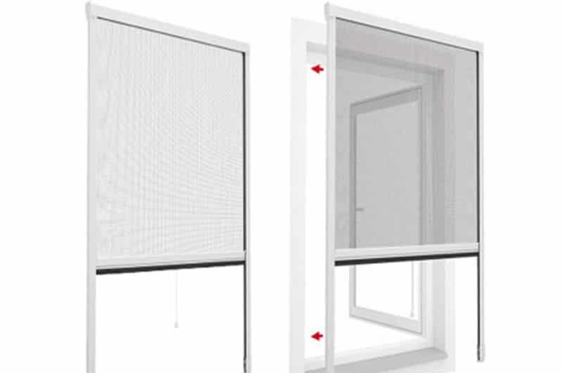 Cửa lưới chống muỗi tự cuốn có các lỗ nhỏ thông thoáng giúp bạn tận dụng ánh sáng và gió trời đem đến sự thông thoáng cho ngôi nhà